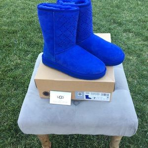 34fbf671147 Boots On Poshmark Women's Uggs Royal Blue qHCHw4x